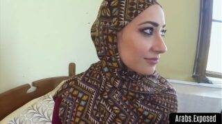 Arab lady took her landlord's dick in her asshole